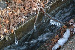 002水滴凍る