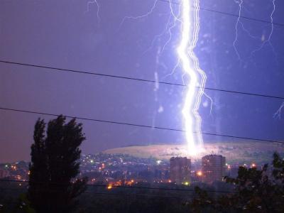 10438527_1696954997194261_ロシア、サラトフで巨大なリボン状電光