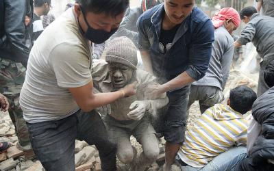 Nepal_man_rescued__3280701k.jpg