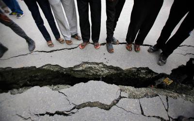 nepal-crack_3281326k.jpg