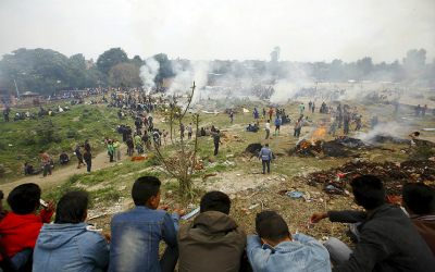 nepal-pyres_3281320k.jpg