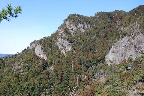 岩山の絶壁