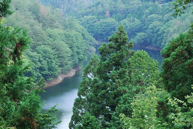 三河湖が見える