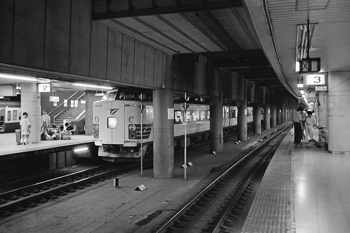 610728_東京駅地下ホーム