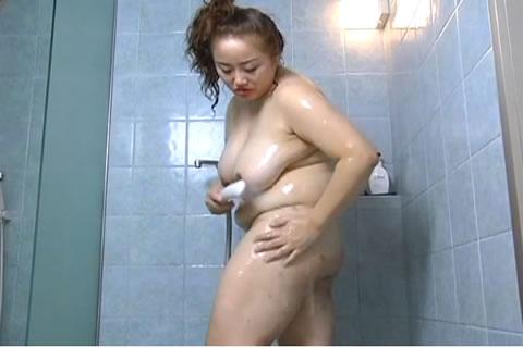 ポチャ子のシャワーオナニー