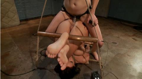 海外 レズSM 拘束電流拷問調教に絶叫し、痙攣するマゾ女 ①(無修正)