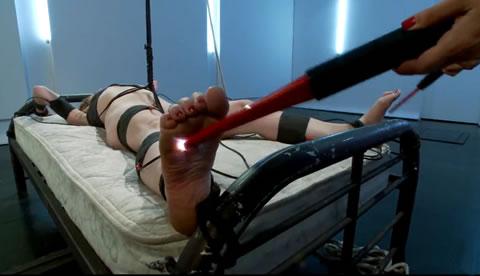海外 レズSM 拘束電流拷問調教に絶叫し、痙攣するマゾ女 ③(無修正)