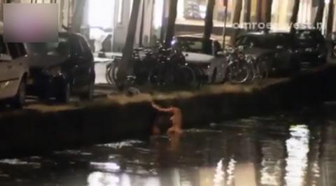 盗撮 汚い川でセックスしてるカップル