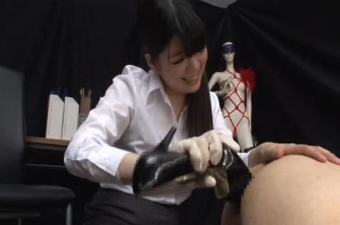 ドS姉さんがM男アナルにボールペン挿入してヒールで突き犯す。トドメはペニバン手コキで爆射