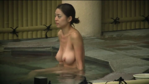 温泉で巨乳熟女盗撮 (Big tits mature voyeur in public bath)