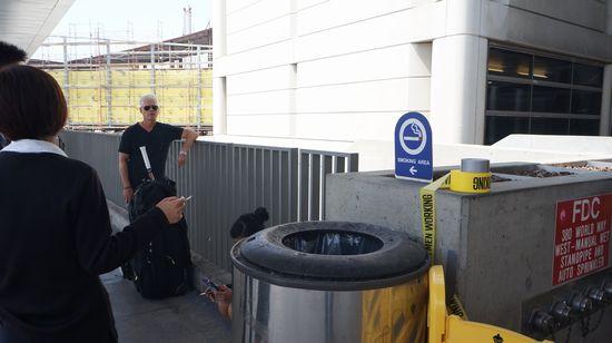 20150602 ロス空港 喫煙ぞーん 550 DSC05703