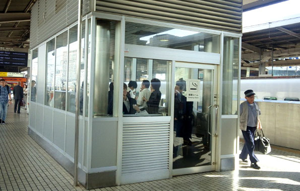 20150629 名古屋駅ホーム 喫煙室 21㎝16200000