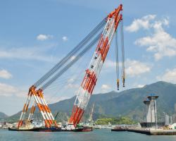 巨大クレーン船海翔