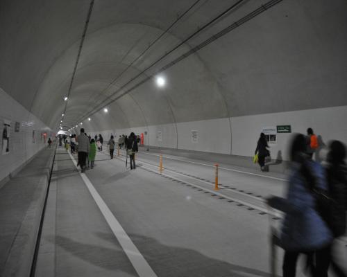 トンネル内2