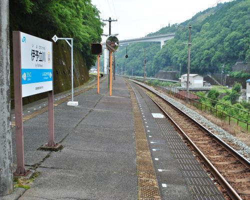伊予立川駅ホーム