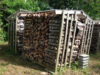 余った薪の片付け9