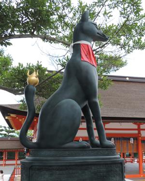 本殿の右側狐blog01