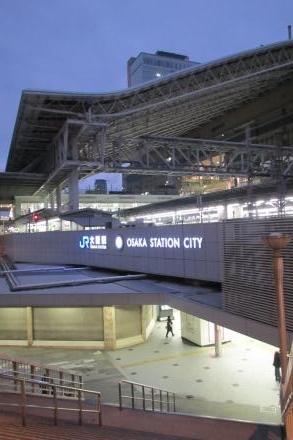 早朝大阪駅