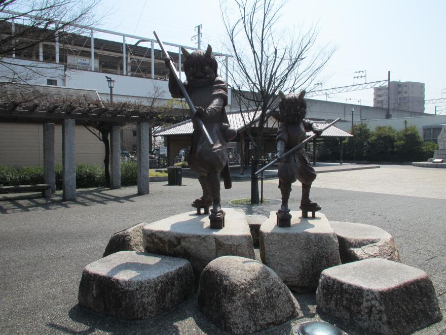 茶屋町駅3