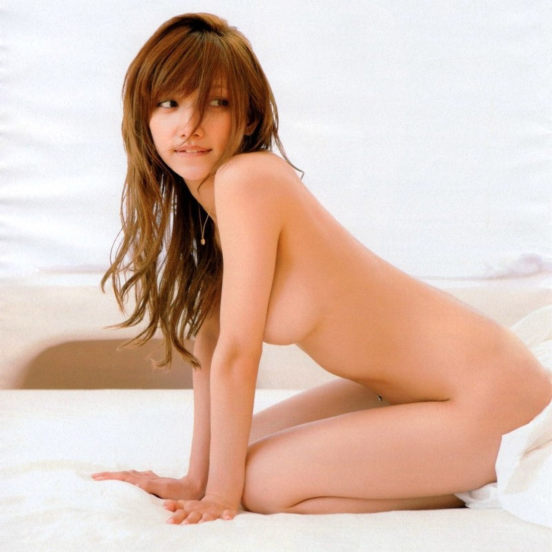 後藤真希 裸横乳がえろすぎるグラビア写真☆ #えろ写真