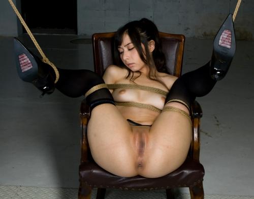 M字開脚 エロ画像 06