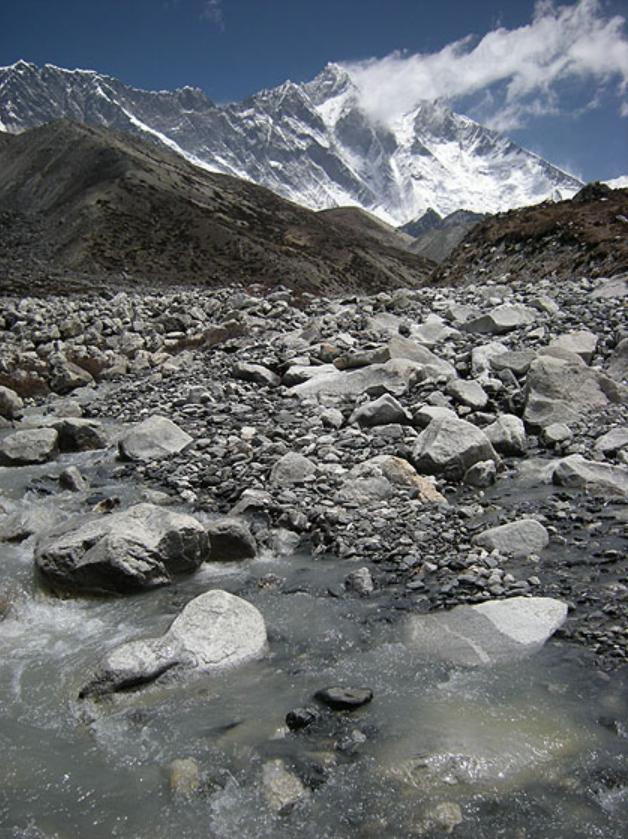 灰色の石の谷