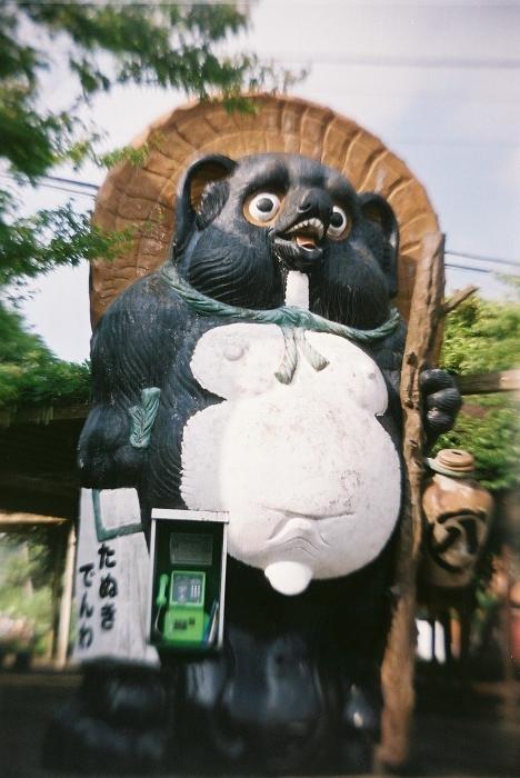 150623信楽駅前のタヌキ