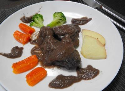 鹿肉の赤ワインソース