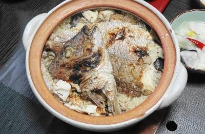 土鍋で炊く鯛飯