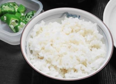 七分搗き米にオクラ