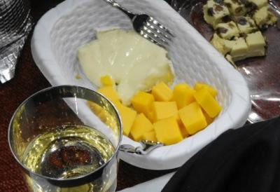 チーズにスパークリングワイン