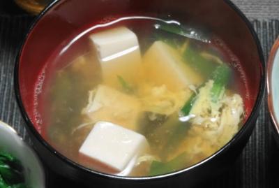 ニラと卵と豆腐のお汁