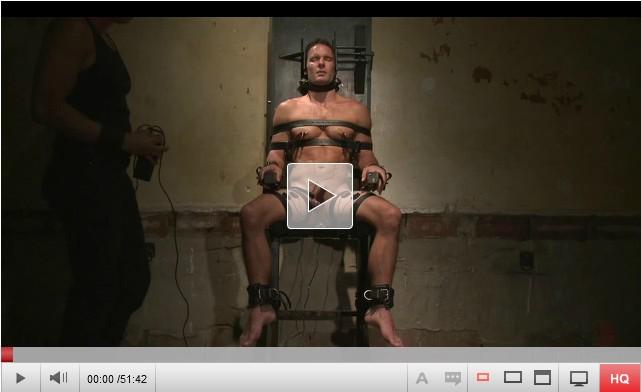 【洋物】電気椅子に座らされたイケメンマッチョがパニッシャーから強制射精拷問!