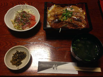 ダイニングカフェ新 10食限定「豚重」②