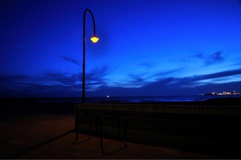 深く青い夜