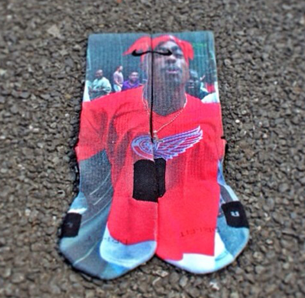 2pac_socks_growaroundelite_socks__18_ill.jpg