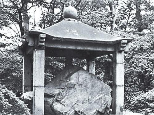 「鴻臚井碑」 中国石碑 皇居