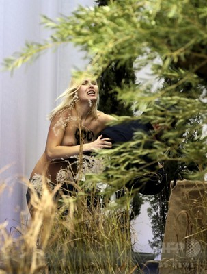 バチカン FEMEN2