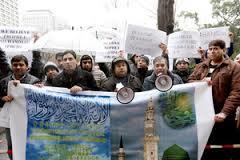 イスラム教徒 デモ 東京新聞へ抗議