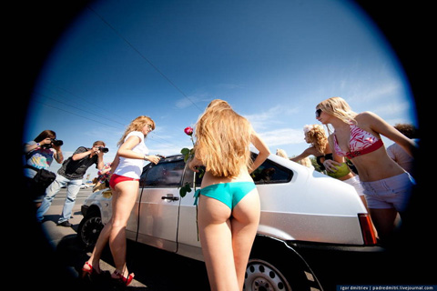 ロシア美人 洗車 プーチン支持3
