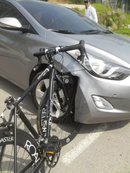 現代自動車 VS 自転車1