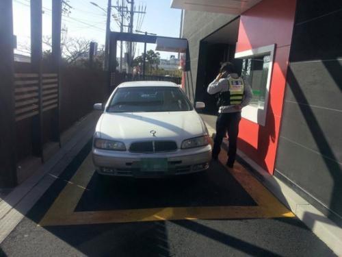 ドライブスルー 違法駐車1
