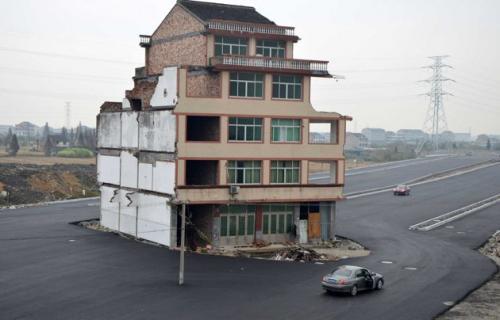 中国高速道路 立ち退き拒否