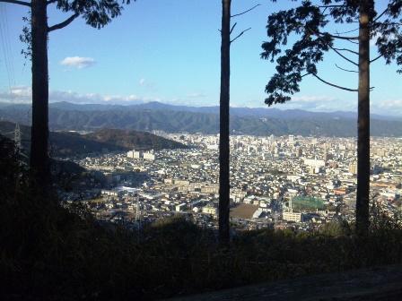 SH3H2642宇津野の尾根より高知市街地と山並み