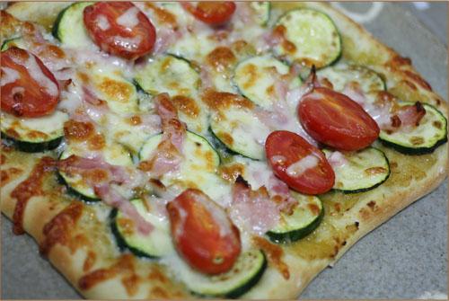 アボカドのピザ (1)