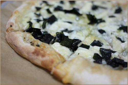 山椒ジェノベーゼのピザ (1)