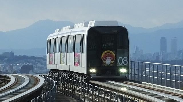 遠くにかすむ名駅の高層ビルと萌えリニモ(汗