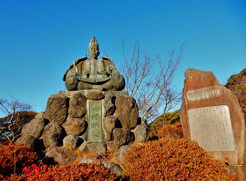141213 源氏山公園の頼朝像1