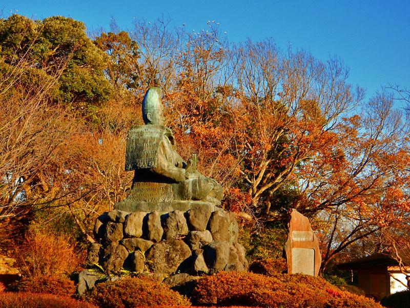 141213 源氏山公園の頼朝像2