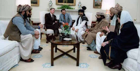 ムジャヒーディンと会談するレーガン大統領